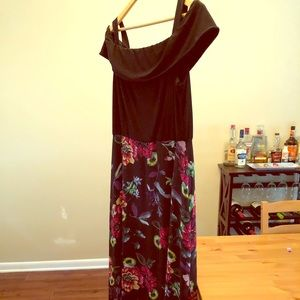 Size 14 R&K Maxi Dress - Black with Floral